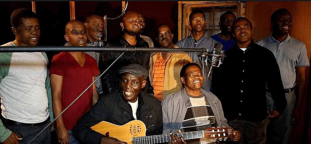 picture of oliver mtukudzi and Lady Smith singing